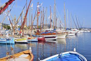 Der Hafen gehört zu den schönsten Sehenswürdigkeiten von Sanary-sur-Mer.