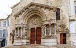 Die Kathedrale St-Trophime ist das bedeutendste Gebäude der Stadt Arles.