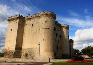 Das Schloss Tarascon ist ursprünglich ein wehrhafter Bau aus dem Mittelalter.