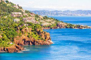 Die wunderschöne Stadt Théoule-sur-Mer liegt an der Côte d'Azur.