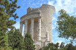Das Tropaeum Alpium wurde im Jahre 7/6 v. Chr. zu Ehren des Kaisers Augustus errichtet.