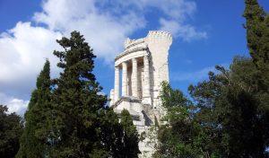 Das Tropaion wurde als römisches Siegesdenkmal gebaut.