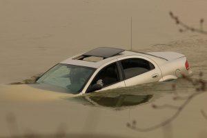 Erneut sorgten Überschwemmungen am vergangenen Wochenende für tödliche Unglücke in Südfrankreich. An drei verschiedenen Orten starben fünf Menschen, als ihre Fahrzeuge von Wassermassen fortgerissen wurden.