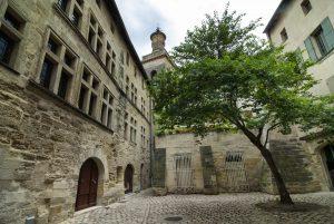 Uzès liegt etwa 40 Kilometer von Avignon entfernt.