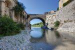 Eines der Aushängeschilder von Vaison-la-Romaine: Die 17 Meter lange römische Brücke über die Ouvèze.