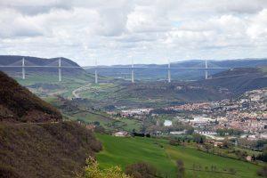 Das Viadukt von Millau, oder auch die Brücke von Millau genannt, stellt ein Teil der A75 dar.