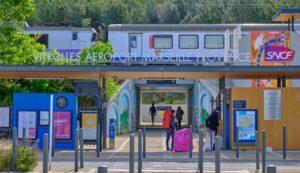 Der Bahnhof Vitrolles Aéroport Marseille Provence liegt nur rund einen Kilometer vom Flughafen Marseille entfernt.