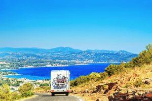 Die Côte d'Azur bietet eine abwechslungsreiche Natur und wunderschöne, verträumte Orte, die es zu entdecken gibt.