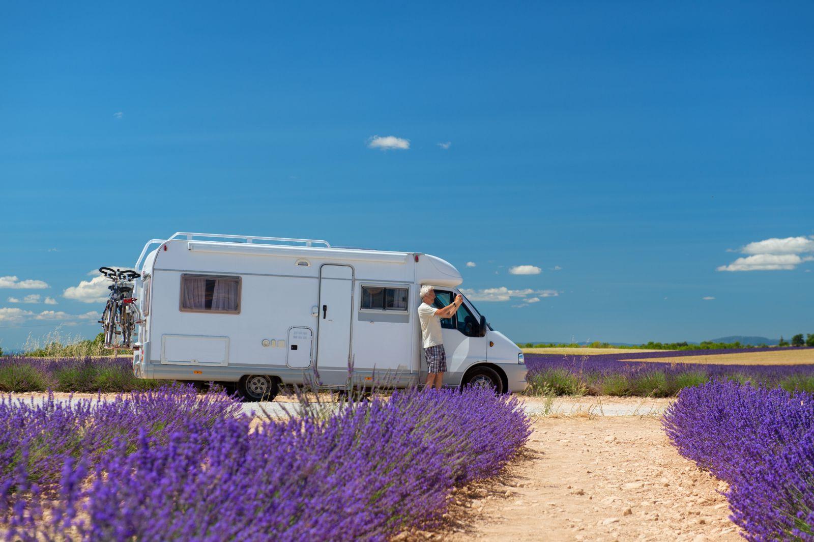 Mit dem Wohnmobil durch die Provence zu fahren, ist für viele Liebhaber des Campings ein großer Traum.
